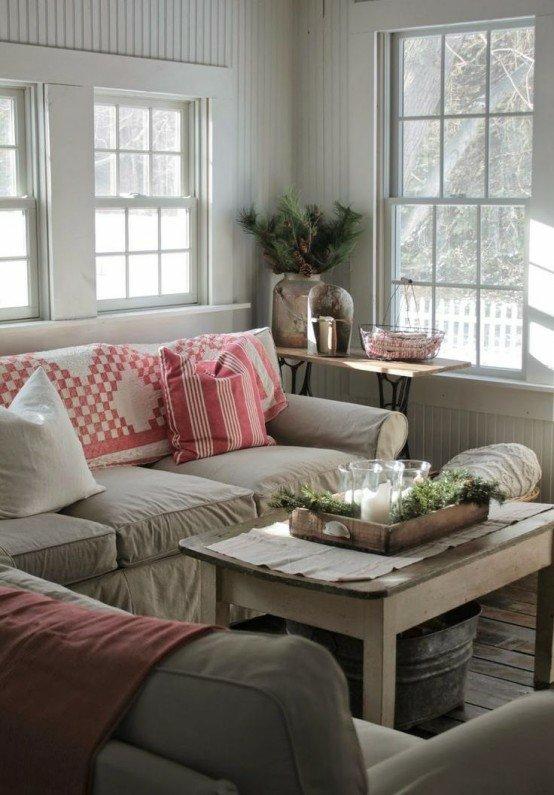salon canapé beige coussin table en bois plateau en bois