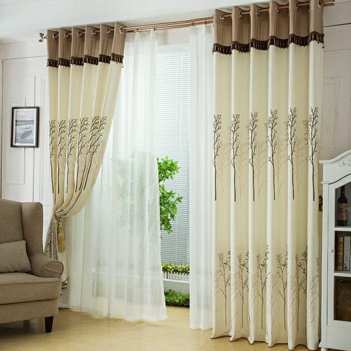 salon clair rideaux motifs floraux