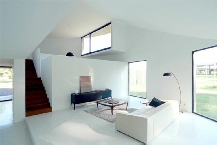 salon minimaliste murs blanc