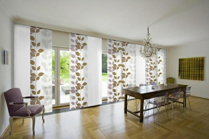 salon moderne sol bois rideaux motif florale