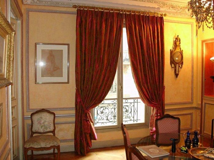 style royale rideaux rouge