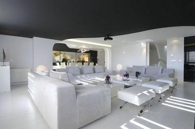 salon blanc plafond noir