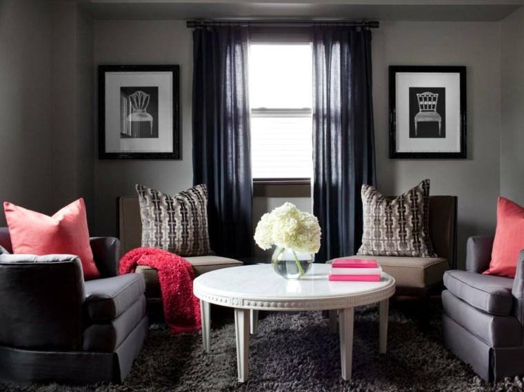 aménagement moderne salon idée fauteuil gris déco mural coussins rouges marsala
