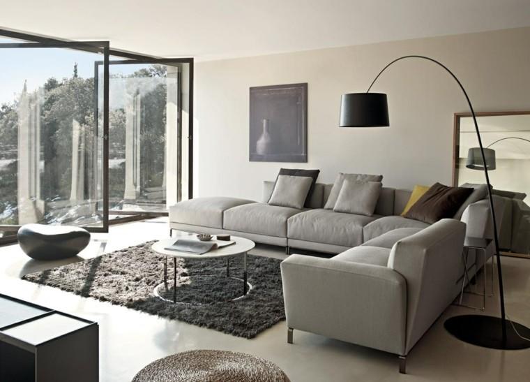 aménager salon moderne gris idée canapé gris clair tapis de sol déco moderne