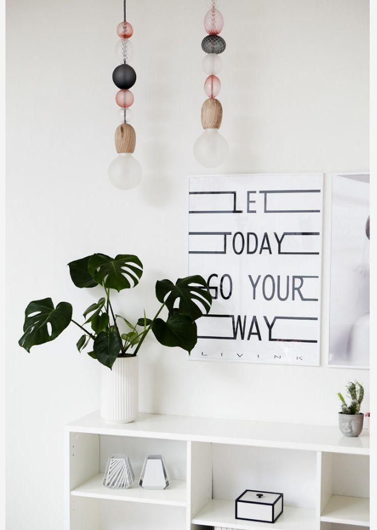 salon déco scandinave mur-etagere-meubles-fleurs-idees