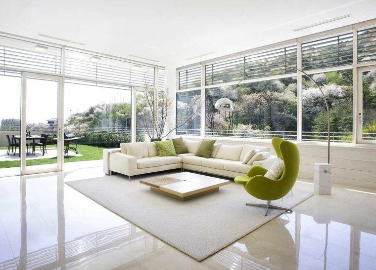 déco salon blanc fauteuil vert design canapé d'angle table basse en bois