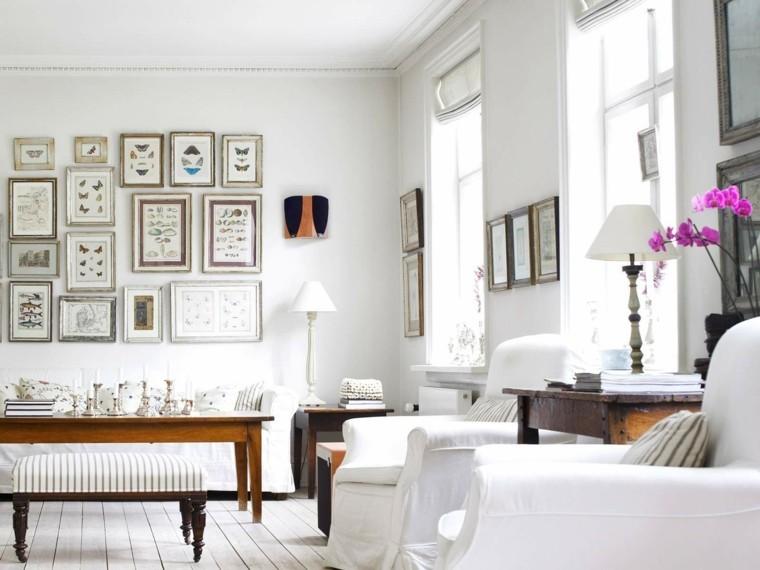 déco salon cadres table en bois design fauteuil parquet blanc fleurs