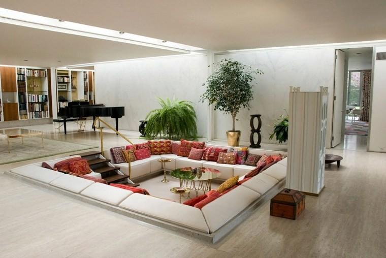 canapé déco coussin idée intérieur moderne plante déco parquet blanc
