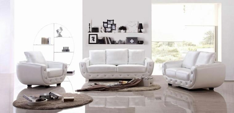 salon déco idée canapé blanc tapis de sol beige noir et blanc fauteuil