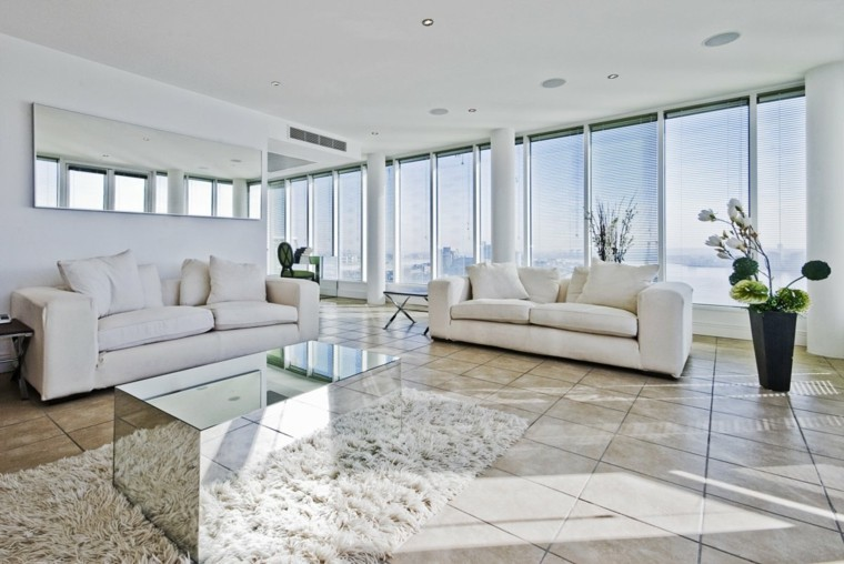 déco salon contemporain blanc tapis de sol table en verre canapé blanc déco plante idée miroir mur