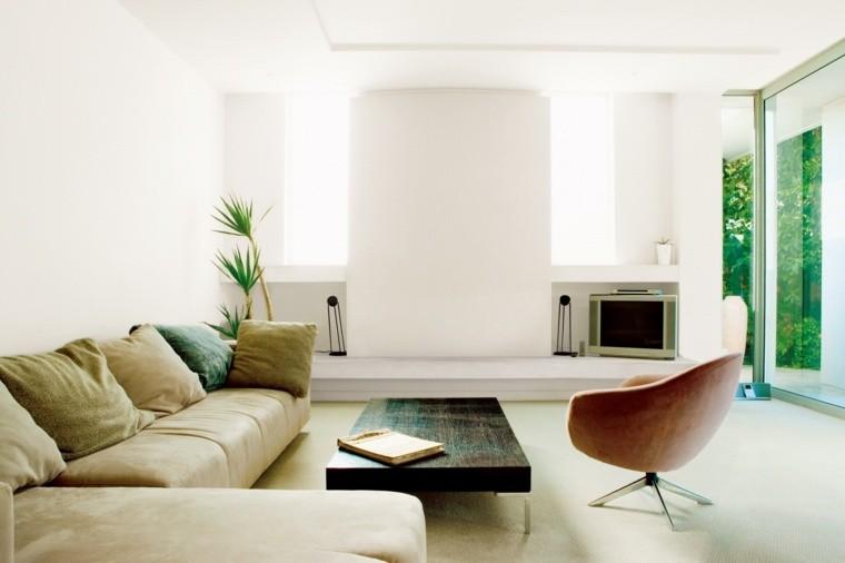 déco salon en blanc canapé beige cuir table basse rustique fauteuil vintage