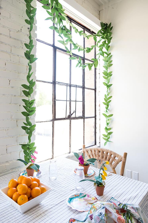 Guirlande de feuilles de papier crêpé pour le bricolage