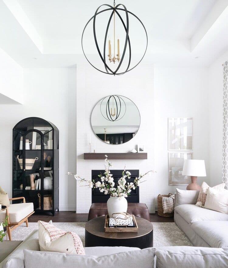 Déco de salon blanc et lumineux