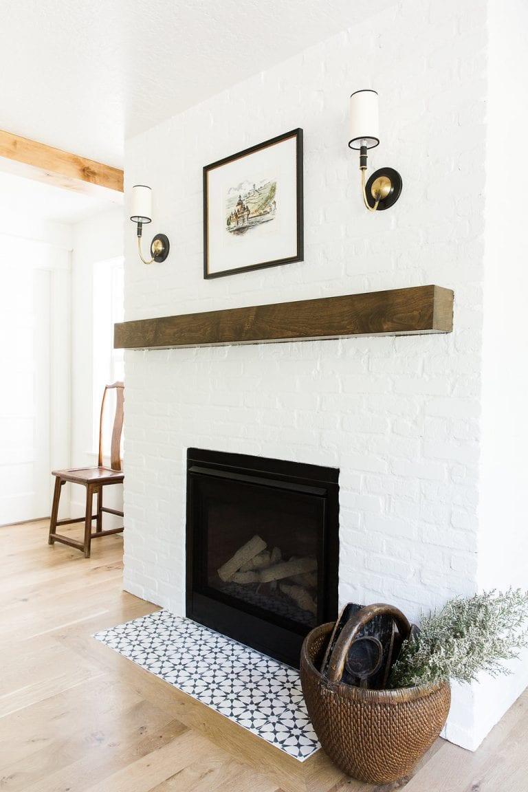 Déco salon en bois rustique et briques blanches