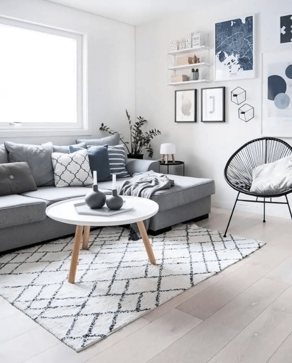 Salon de style scandinave tout en gris