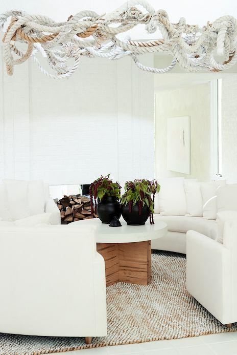 Salon minimaliste tout en blanc