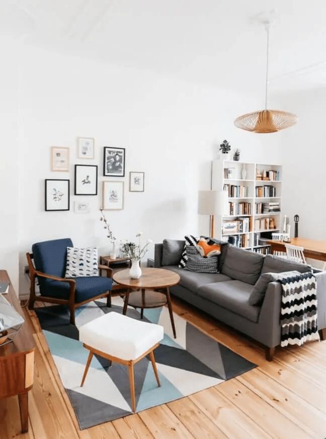 Tapis moderne à chevrons dans une pièce scandinave