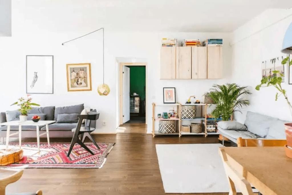 Un salon scandinave vivant et estival