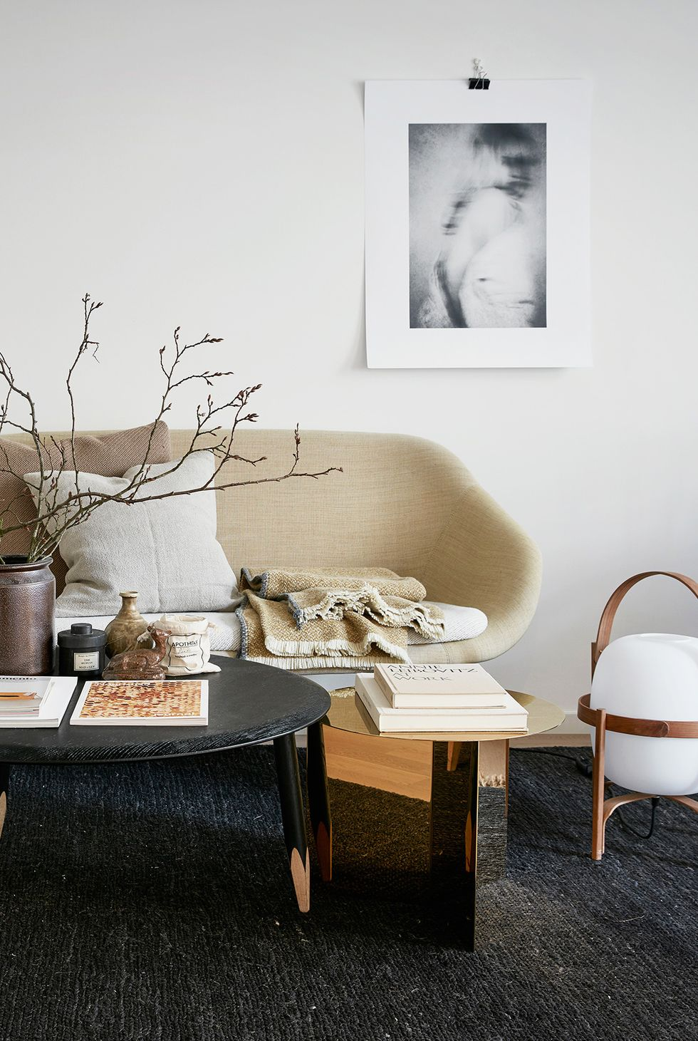 canapé et tables à sections minimalistes