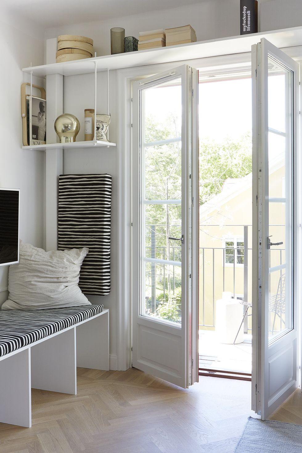 salon minimaliste avec des idées de rangement