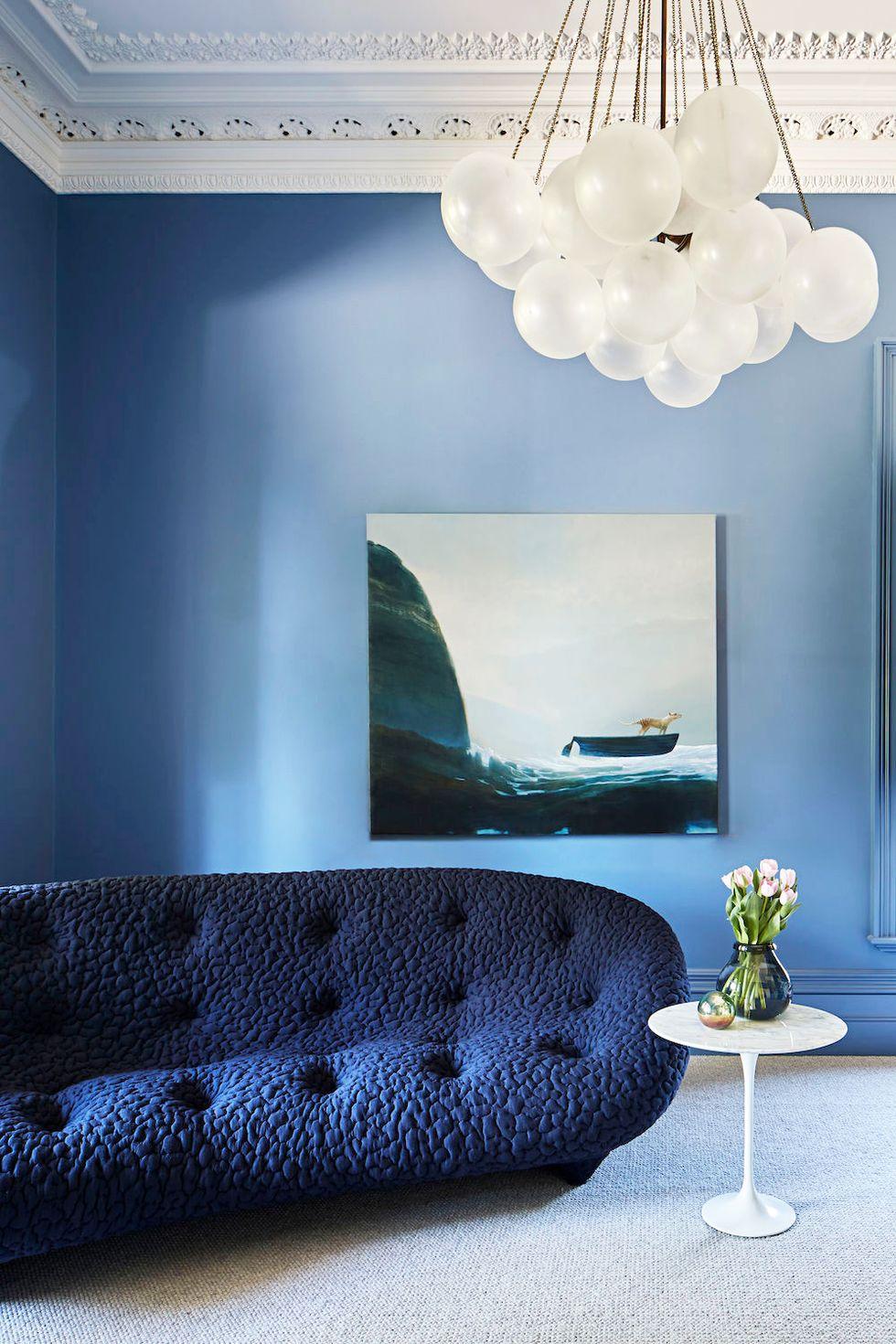 salon minimaliste avec des tons apaisants