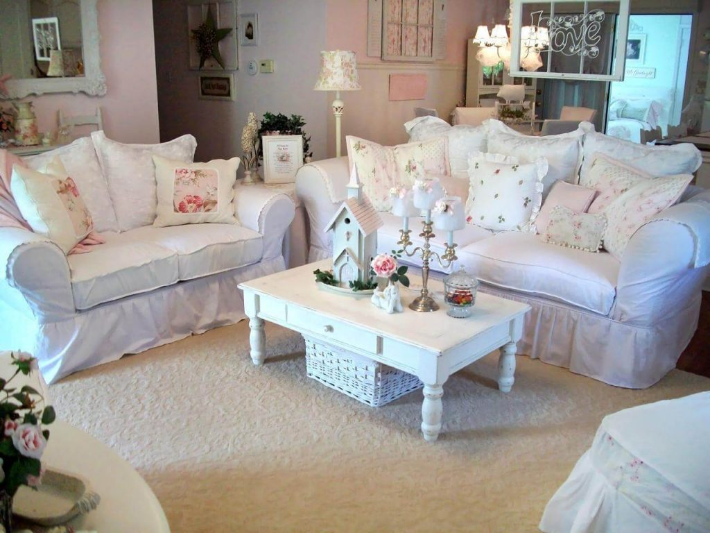 Canapés blancs confortables avec coussins