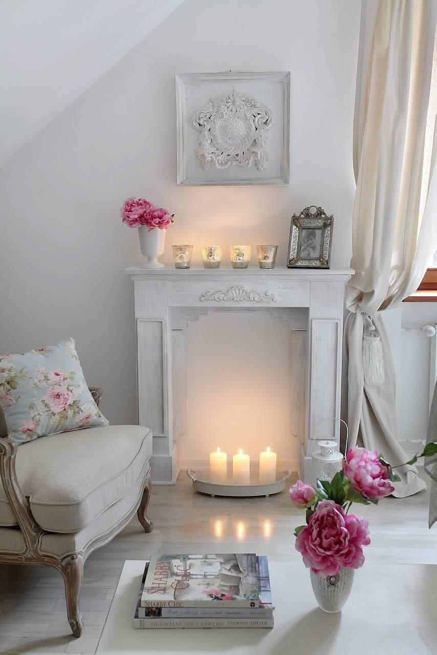 Conception de salon shabby chic et idée de décoration avec des bougies