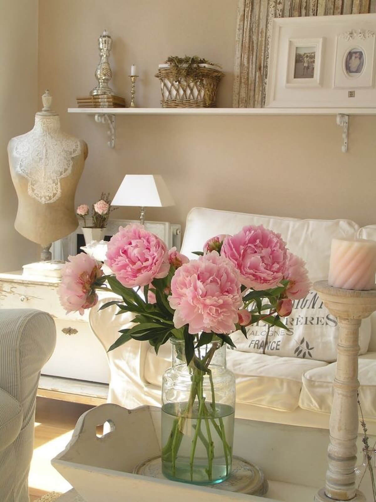 Délicieux arrangement avec des pivoines roses