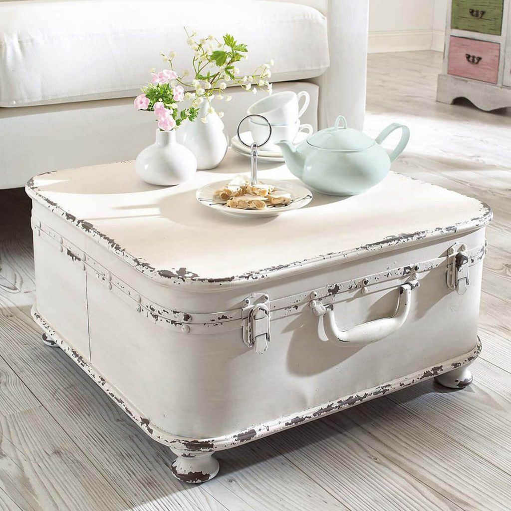 Grand coffre blanc avec service à thé