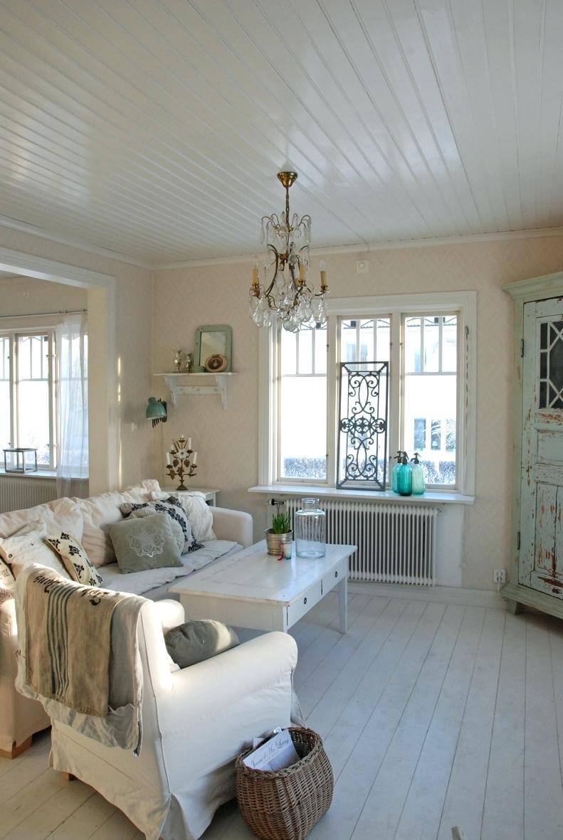 Salon apaisant avec cabinet bleu pâle