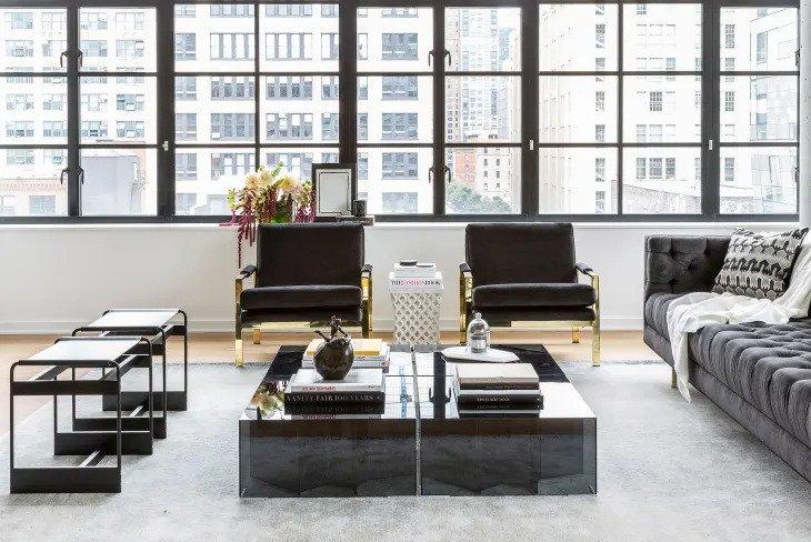 Salon minimaliste en noir et blanc