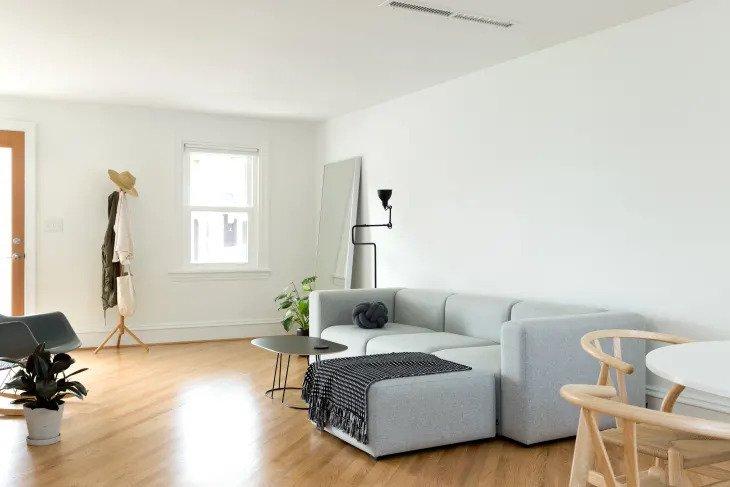 Salon minimaliste ultra propre