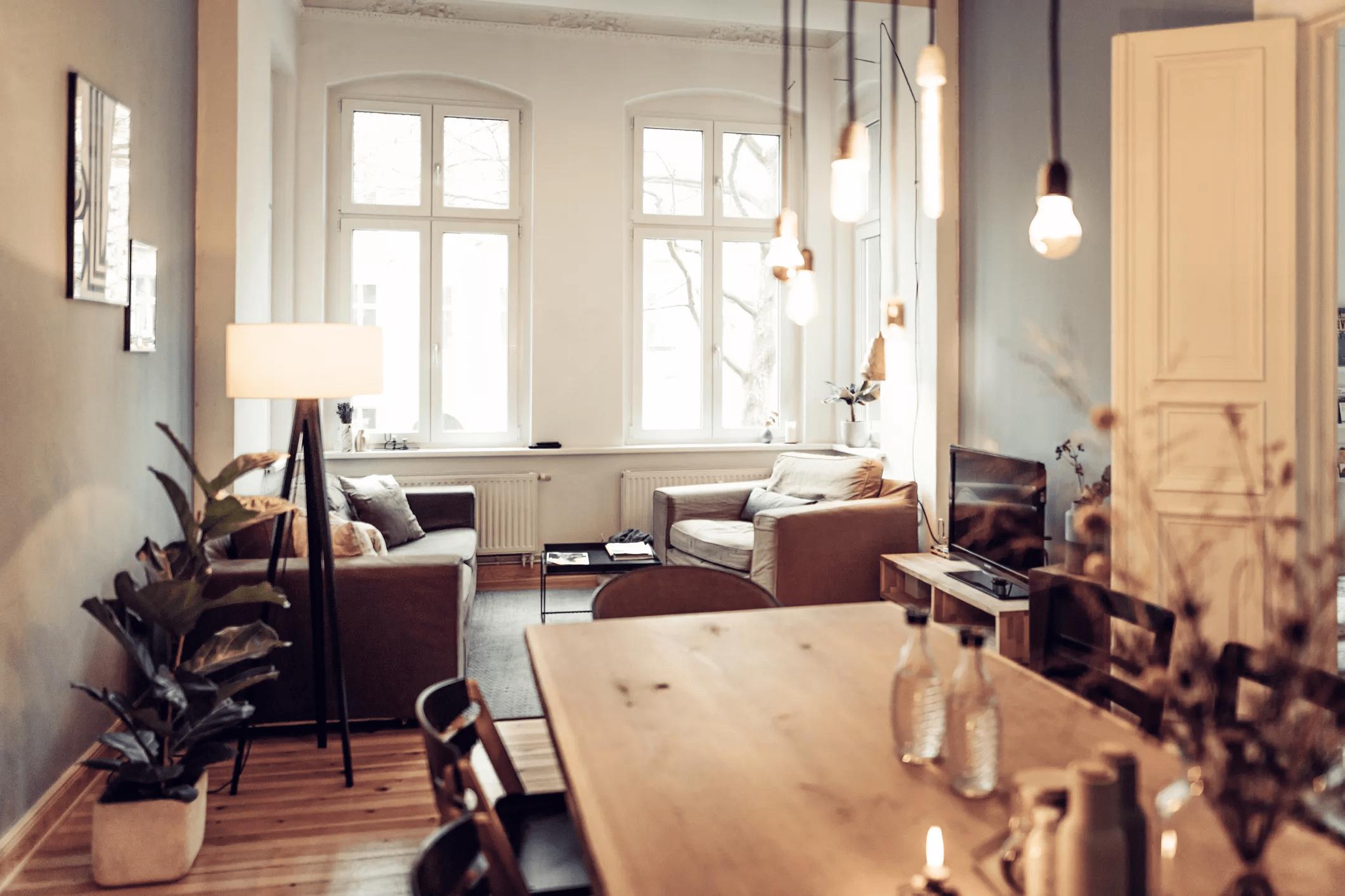 salle à manger et salon chaleureux et moderne