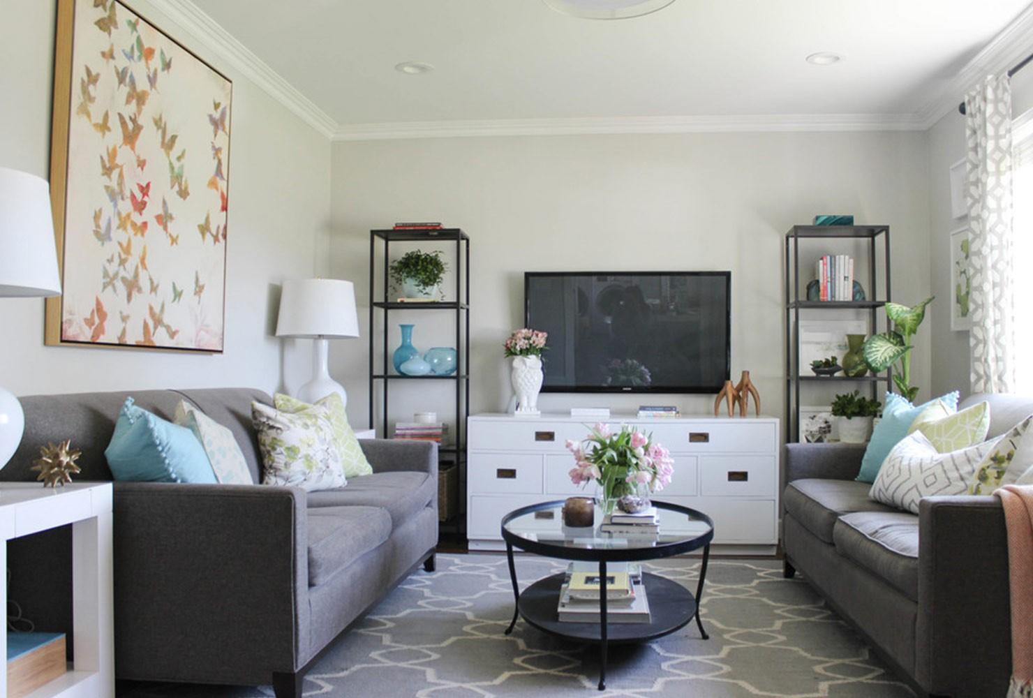 Petit salon avec deux canapés