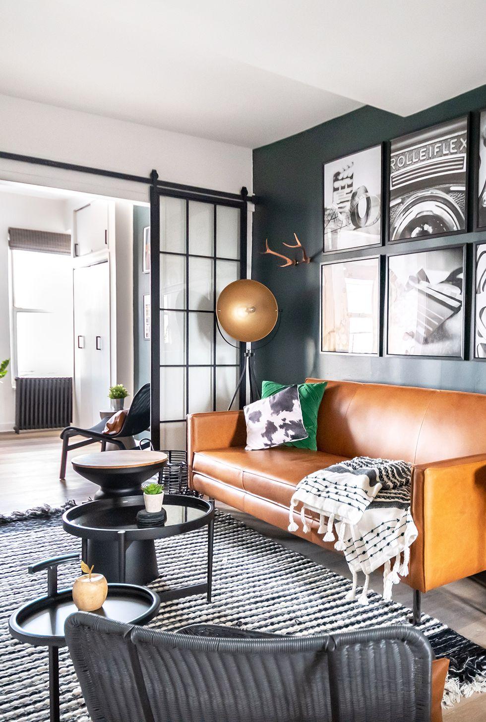 petit salon avec canapé en cuir