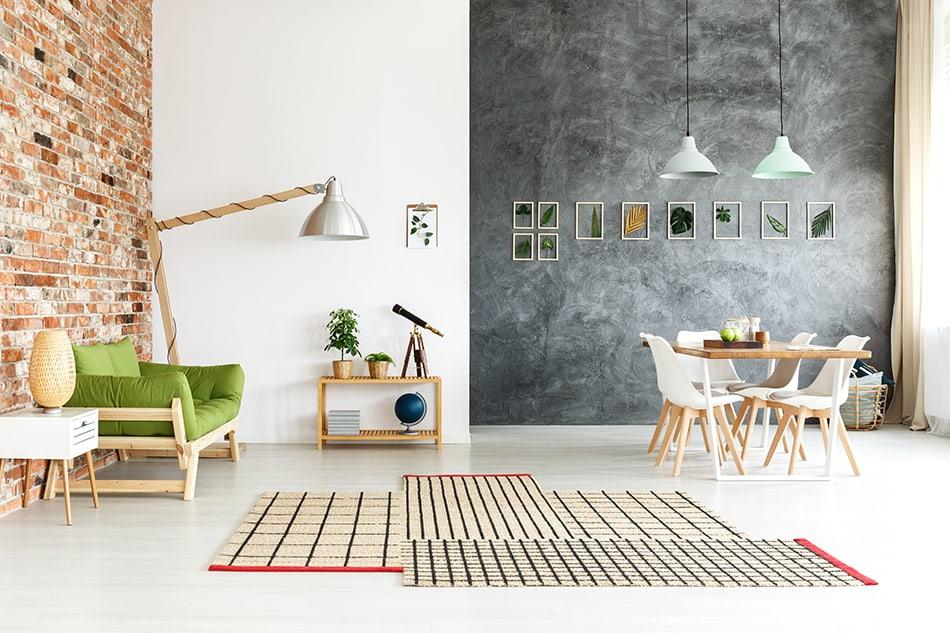 Créez une ambiance industrielle avec des murs en brique ou en béton