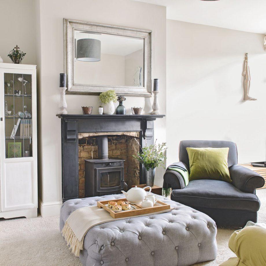 Salon gris avec cheminée