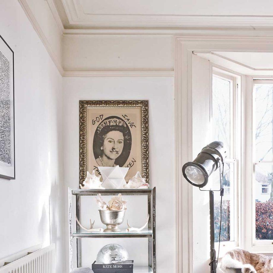 corniche victorienne ornée dans un salon