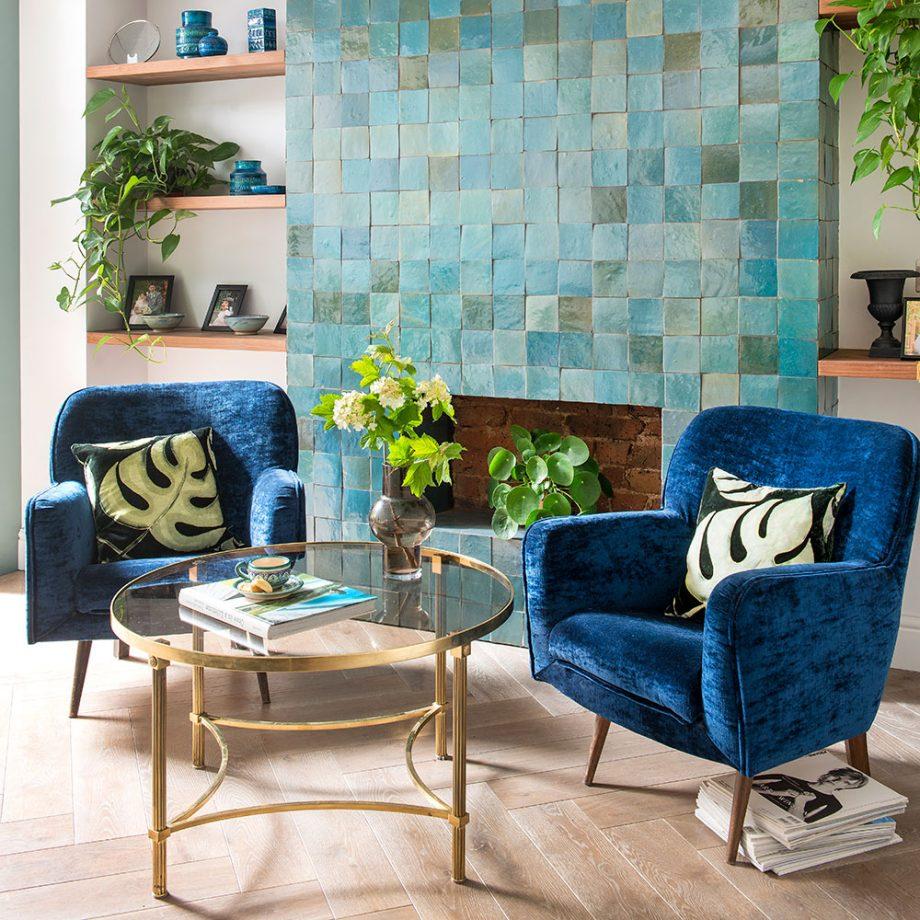 Décoration de salon avec carrelage bleu